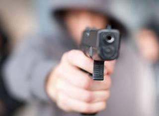В Виннице 20-летний парень из окна квартиры обстрелял автомобиль с водителем внутри
