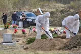 В Бразилии гробы с умершими от коронавируса уже закапывают штабелями, – СМИ