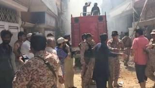 Пассажирский самолет рухнул на жилые дома в Пакистане