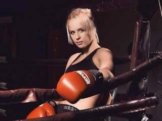 Девушка-боец ММА поддержала Усика, записав «пару ласковых» для одиозной Соколовой