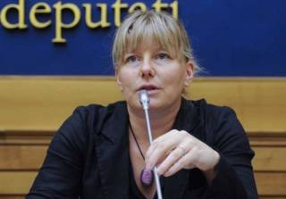 Итальянский депутат Сара Куниал: Спасибо вакцинам Билла Гейтса — ими стерилизовали миллионы женщин в Африке и вызвали эпидемию полиомиелита, которая парализовала 500 000 детей в Индии
