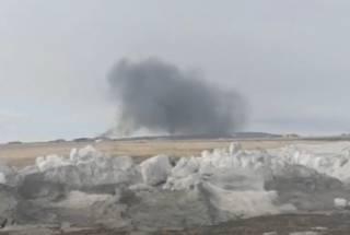 На Чукотке рухнул вертолет с военными: появилось видео с места крушения