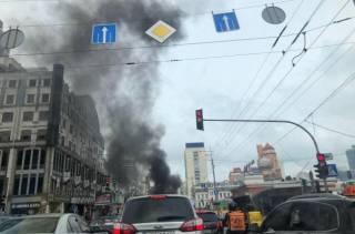 В самом центре Киева за считанные минуты сгорел автомобиль