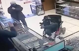 В Бразилии немой инвалид с игрушечным пистолетом между ног попытался… ограбить ювелирный магазин