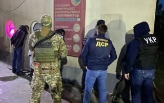Момент расстрела мужчины в центре Киева попал на видео