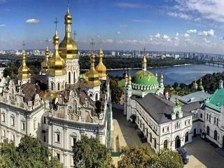 Лаврский заповедник открыл для богослужений УПЦ Трапезный и Успенский храмы