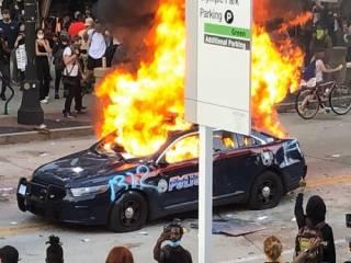 Массовые протесты и погромы охватили более десяти крупных городов США