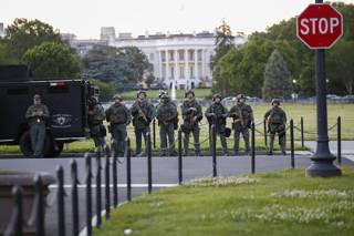 Из-за массовых беспорядков в США президента Трампа пришлось прятать в секретном бункере