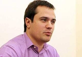 Новый киевский смотрящий Денис Комарницкий встречается с топ-чиновниками и завозит портфели с черного хода в СБУ