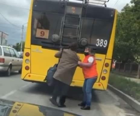 Пенсионерка проехалась на автобусе