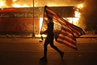 Никаких протестов в США не существует, как нет и никаких негров
