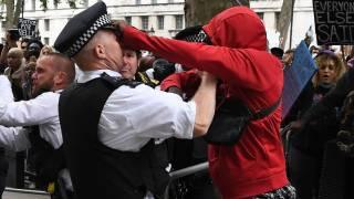 Протесты в знак солидарности с американцами закончились беспорядками в Лондоне и Афинах