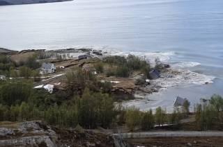 В Норвегии оползень эпично смыл небольшой поселок в море