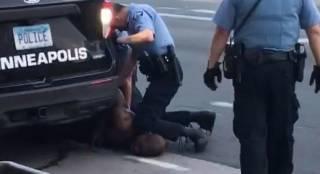 Друг убитого полицейскими Джорджа Флойда поведал жуткие подробности его смерти: «Он плакал перед тем, как умереть»