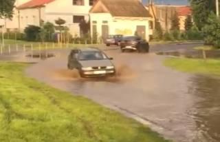 Ливень затопил Мукачево: местные жители делятся видео