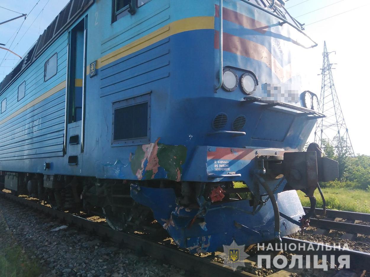 Локомотив поезда, попавший в ДТП