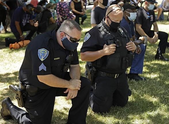 Полиция и военные США сдают позиции под давлением протестующих