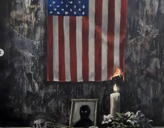 «Это проблема белых»: Бэнкси сделал резкое заявление о протестах в США и «поджог» американский флаг
