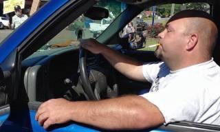 Одного из лидеров американских расистов задержали после попытки протаранить темнокожих автомобилем