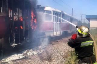 В Кривом Роге на ходу загорелся трамвай с пассажирами
