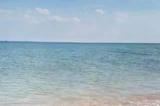 В Бердянске молодого парня и трех детей унесло в море на резиновом матрасе