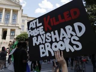 В США вспыхнули протесты из-за убийства белыми копами афроамериканца Ричарда Брукса