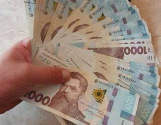 На Закарпатье взбесившийся банкомат начал выдавать деньги в 10-кратном размере