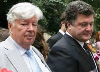 Не выдержал суда над сыном? В Киеве после инсульта умер отец Петра Порошенко