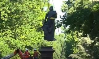 В одном из городов США демонтировали памятник Христофору Колумбу