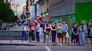 Шесть антирекордов за полмесяца. Почему в Украине резко растет число больных коронавирусом