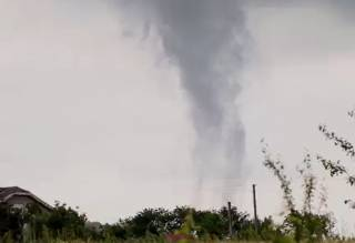 В селе на Прикарпатье сняли на видео смерч