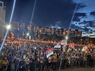 В Черногории тысячи верующих прошли крестным ходом в защиту Церкви