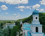 В сети размещен документальный фильм об истории возрождения Святогорской лавры