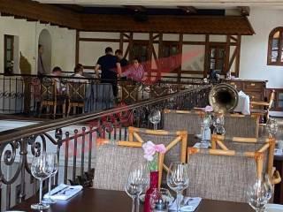 Верхушка «Слуги народа» нарушила карантин, отобедав в элитном ресторане друга Коломойского