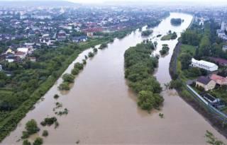 Жителей западных областей Украины пугают наводнениями из-за непрекращающихся дождей
