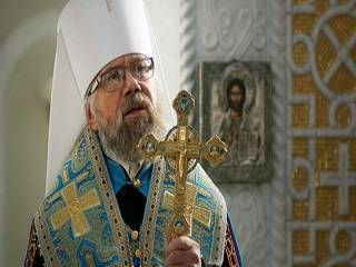 Митрополит Августин назвал «похоронами чести украинцев» реакцию патриотов на осквернение «Родины-матери» флагом ЛГБТ