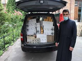 Пострадавшие от взрыва дома в Киеве получили от УПЦ необходимые предметы гигиены и вентиляторы