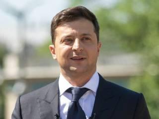 Зеленский обратился к украинцам по случаю Дня Конституции, призвав научиться уважать закон