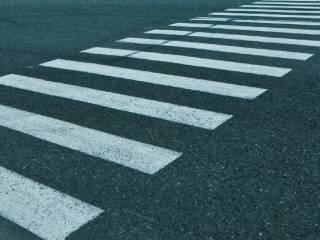 Появилось видео, как в Киеве безответственный водитель прямо на «зебре» сбил безответственного ребенка