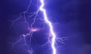 На Львовщине молния ударила в женщину через розетку