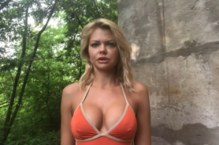 Героиня секс-скандала в купальнике призвала бороться с «политическими проститутами»