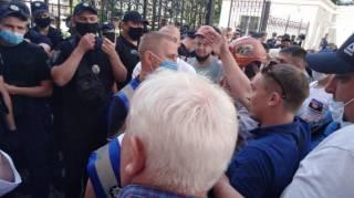 В Киеве шахтеры попытались отбить у полицейских свои палатки