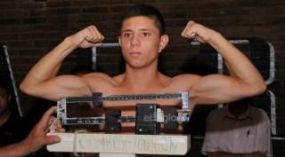 Непобежденный 21-летний мексиканский боксер проиграл бой раку