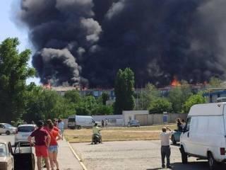 Грандиозный пожар в Новой Каховке показали с высоты птичьего полета