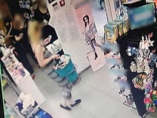 В Киеве воровка потеряла документы на месте преступления. После чего пыталась выпрыгнуть в окно