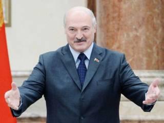 Лукашенко объяснил, почему заявился на интервью без обуви