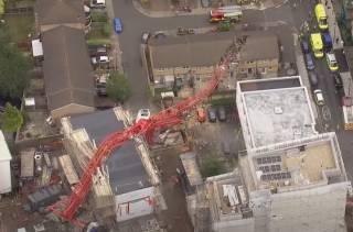 Появилось видео, как в Лондоне женщину убил гигантский строительный кран