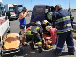 На Днепропетровщине легковушка на скорости протаранила минивэн ‒ пострадали пятеро