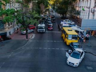 В Днепре маршрутка без тормозов устроила крупное ДТП