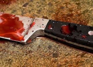 В Киеве неадекват напал на подростков с ножом